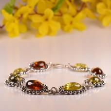 Bardzo stylowa bransoletka z bursztynu ze srebnymi zdobieniami